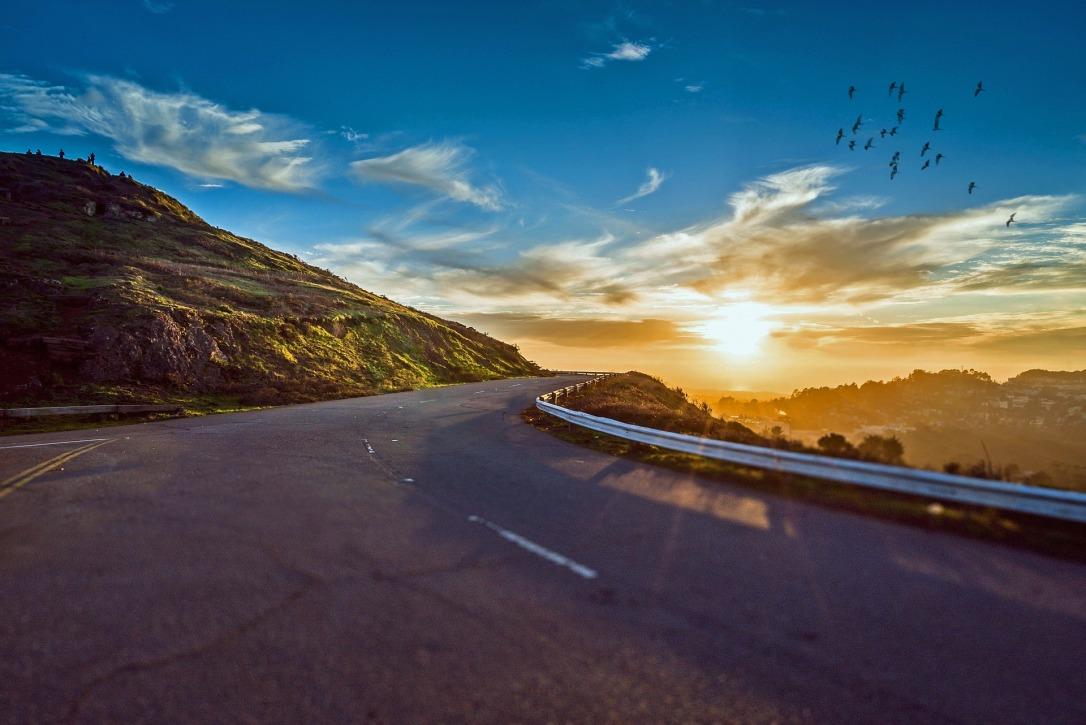 winding-road-1556177_1920.jpg